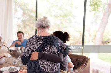 moeder steunt dochter
