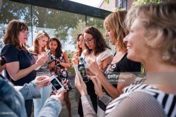 Vrouwen doen workshop smartphone-fotografie